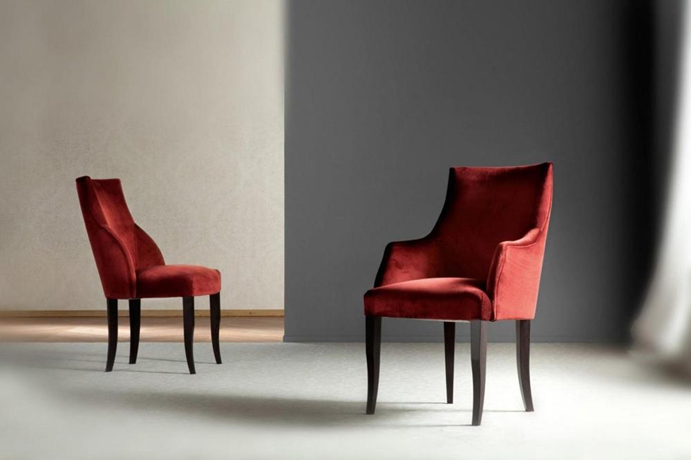 оксамитові стільці в інтер'єрі