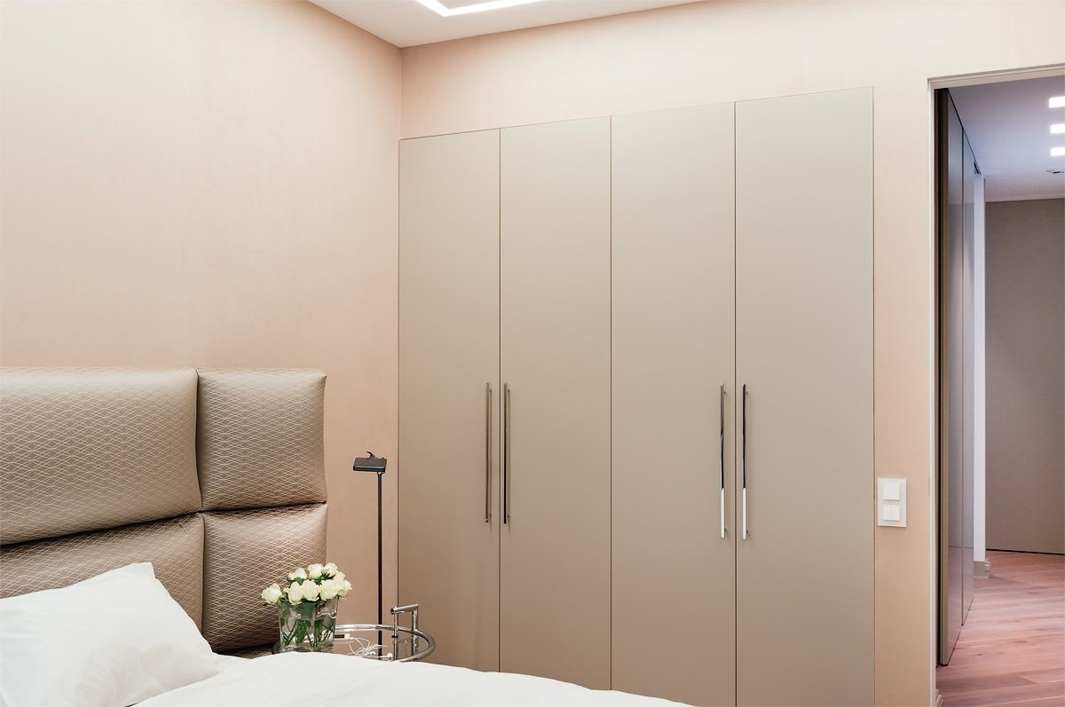 Шафа в спальні в стилі мінімалізм фото