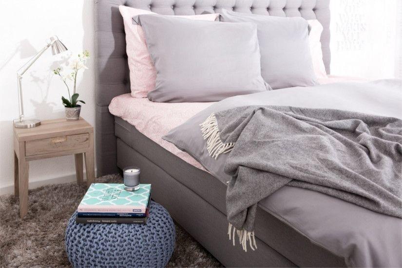 Пуф для спальні в стилі мінімалізм