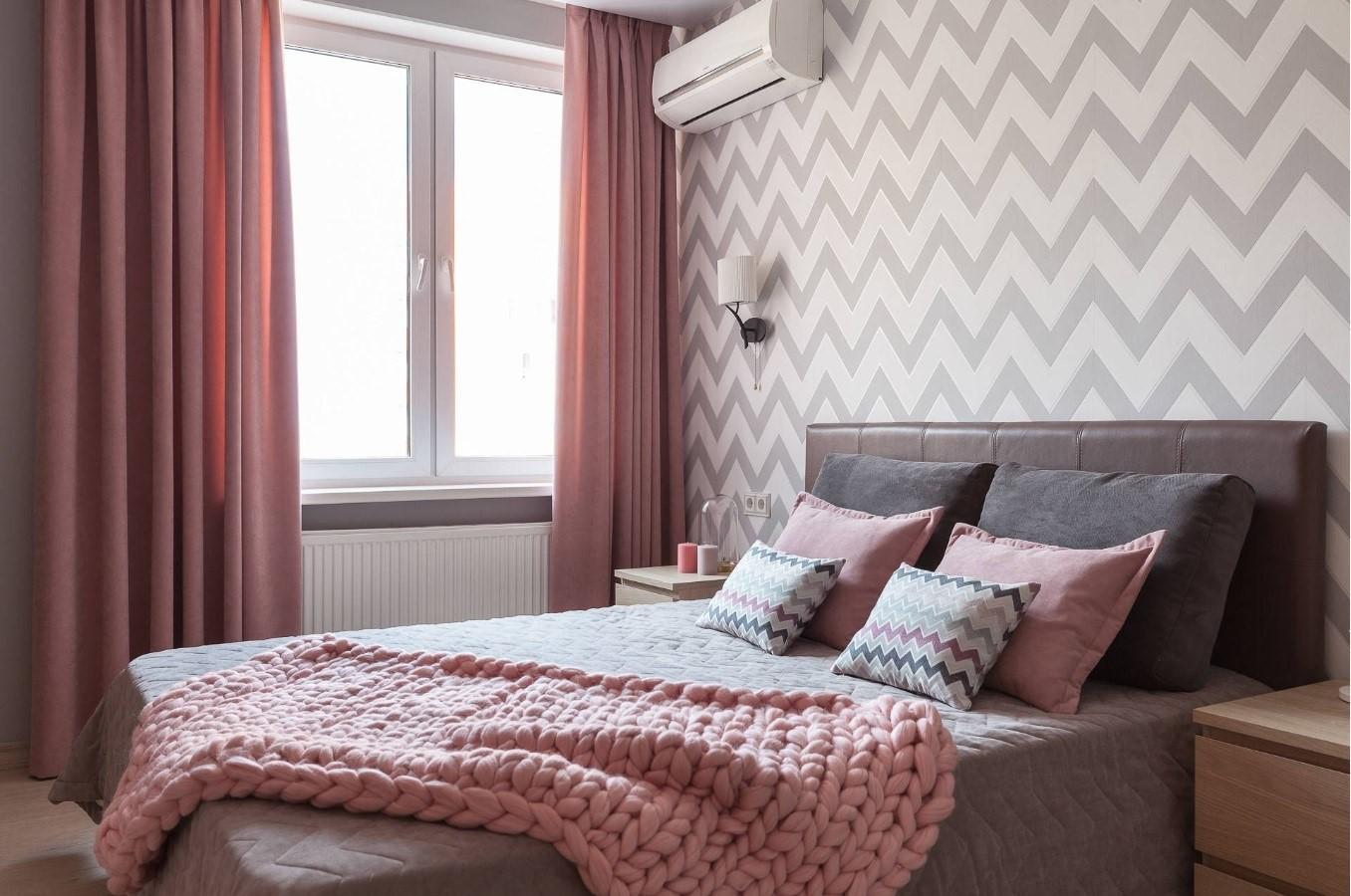 Спальня в стилі мінімалізм в рожевих і сірих відтінках