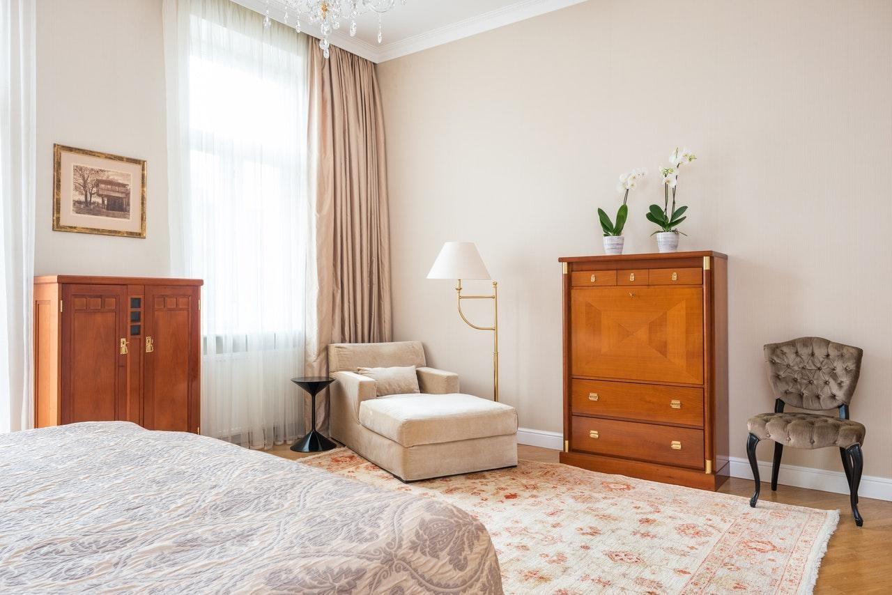 Спальня мінімалізм в пастельних тонах